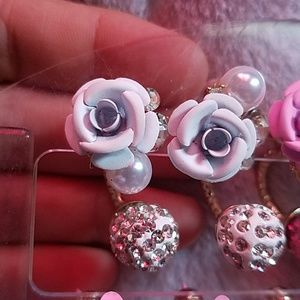 WHITE ROSE EARRINGS WITH STONES